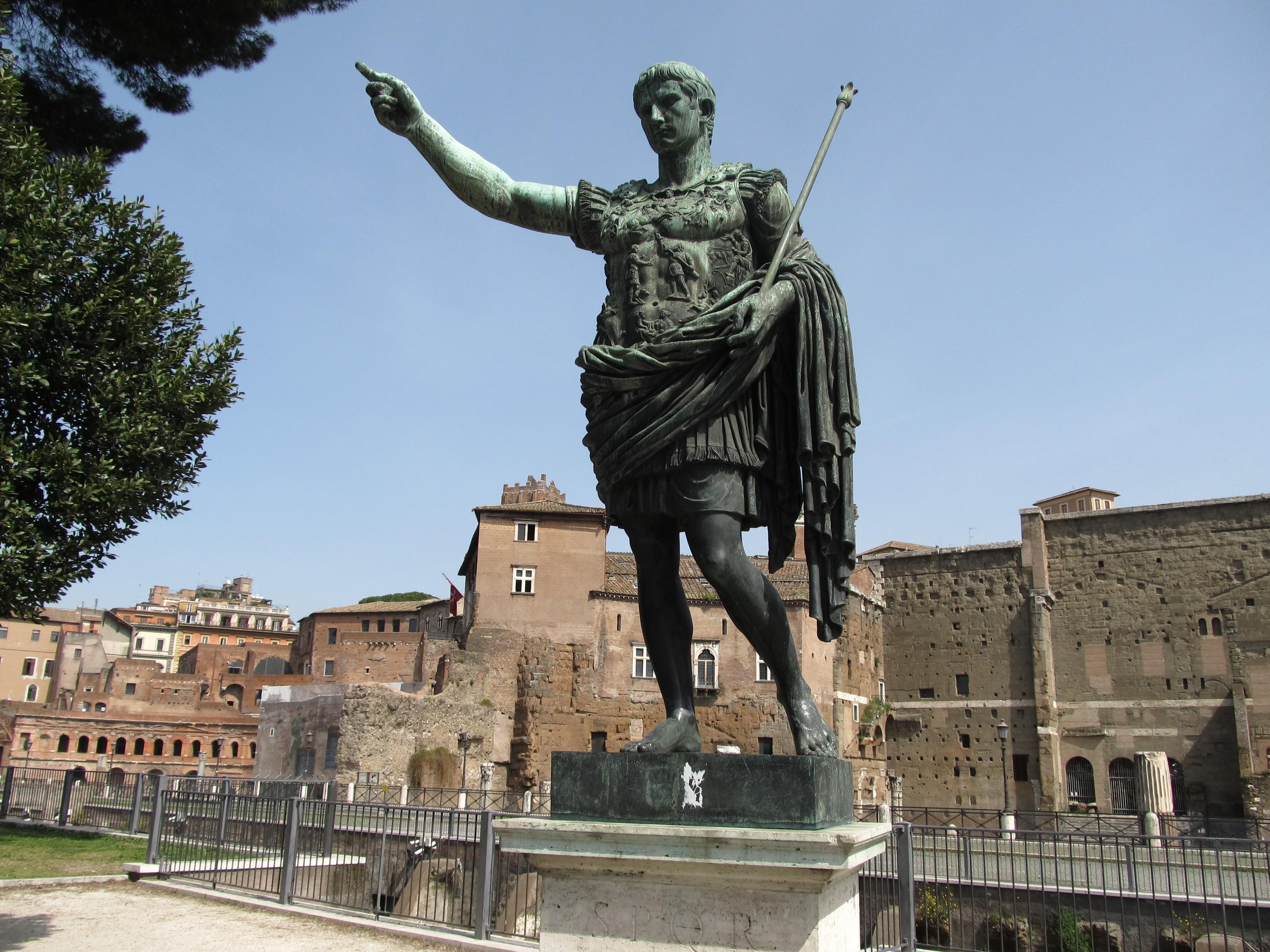 Fori imperiali parliamo d italia for Augusto roma
